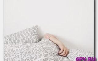 Можно и полезно ли спать на кровати или на полу